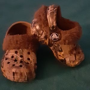 Crocs boy camo shoes